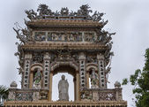Decorated entrance to the Vinh Tranh Pagode in My Tho, Mekong De — Stock Photo