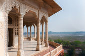 Columned viewing point outside royal chambers at Agra Fort Palac — Stock Photo