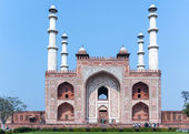 Landscape picture of Akbar's Tomb and its four minarets in India — Zdjęcie stockowe