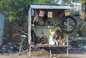 India Khajuraho - 24 February 2011 - Typical bike repair shop along the road in rural India. — Stock Photo