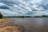 Lapponia finlandese, tornio ponticello sopra il fiume torne. — Foto Stock
