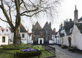 Courtyard of Kortrijk Beguinage, Belgium. — Stockfoto
