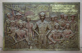 Bas-relief of Ho Chi Minh with troops and workers. — Stockfoto