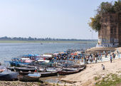 Embarkment landing at confluence of Ganges and Yumana Rivers. — Stock Photo