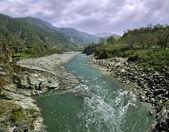 Berg rivier in himalaya — Stockfoto