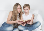 Children reading a book — Stock fotografie