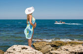 A pregnant woman and the sea — Stock Photo