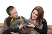 Girls and cat — Stock Photo