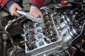 Automotive, cylinder head servicing — Foto Stock