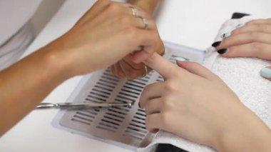FinBeauty treatment of fingernails — Stock Video