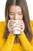 Attractive young woman drinking hot tea — Stock Photo