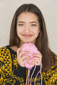 Attractive young woman holding a ball of yarn — Stock Photo