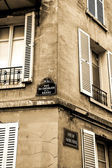 Building corner in Montmartre, Paris — Stockfoto