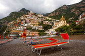 Orange beach chairs in Positano, Italy — Stock Photo