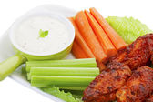 Hot Wings With Vegies and Dip — 图库照片