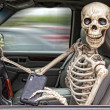 Foto Stock: Skeleton Texting and Driving