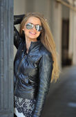 Beautiful lady wearing sunglasses — Stock Photo
