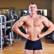 Bodybuilder posing in gym — Stock Photo