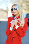Fashion town beautiful girl wearing sunglasses - portrait — Stock Photo