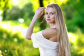 Pretty young girl portrait in sunset — Stock Photo