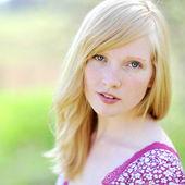 Beautiful girl portrait - outdoors. Closeup — Stock Photo