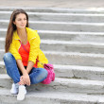 Young stylish lady portrait outdoors — Stock Photo