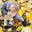 Little girl playing with her toy in a park — Stockfoto