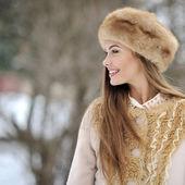 Beautiful woman looking away - outdoor close up — ストック写真