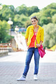 Young beautiful girl at the street in casual clothes — Stockfoto