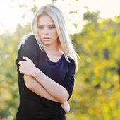Beautiful woman portrait outdoor — Stock Photo
