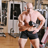 Bodybuilder training at gym — Stock Photo
