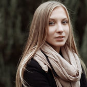 Beautiful young girl portrait close up — Stock Photo