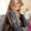 Fashion blonde woman in sunglasses - outdoor portrait — Stock Photo