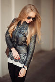 Long haired girl in sunglasses - outdoor — Stock fotografie