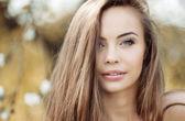 Retrato de una bella mujer joven — Foto de Stock