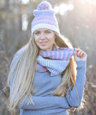 Attractive young woman in autumn fashion shot wearing cap, a gre — Stock Photo