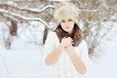 Young sensual girl in winter. Beautiful brunette posing outdoor — Stock Photo
