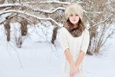 Zimní žena portrét venkovní — Stock fotografie