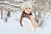 Outdoor fashion portrait of pretty young girl in winter — Zdjęcie stockowe