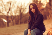 Beautiful female model at sunset. Wearing sunglasses. Outdoor po — Stock Photo