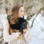 Young beautiful girl looking away - outdoor portrait — Stock Photo #38974005