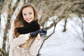 Portrait de jeune fille belle - plein air — Photo