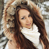 Beautiful girl face in winter - close up — Stock Photo