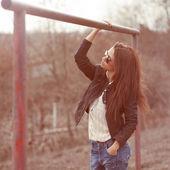 Casual portrait of beautiful fashion woman outdoors — Stock Photo