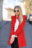 Fashionable model girl posing outdoors — Zdjęcie stockowe