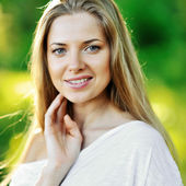 Face of beautiful girl with clean healthy skin — Stock Photo