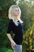 Young pretty girl posing outdoors - portrait — Stockfoto