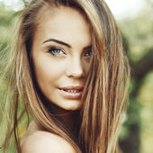 Beautiful young woman face closeup - perfect skin — Stock Photo
