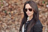 Mulher jovem em óculos de sol — Foto Stock