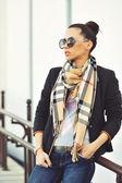 Young brunette girl closeup portrait. Stylish woman posing on th — Stock Photo